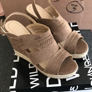 NWT super cute wedges